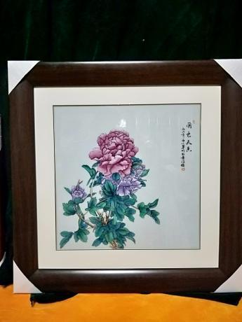 《手绘景德镇传统粉彩瓷板画《国色天香》》